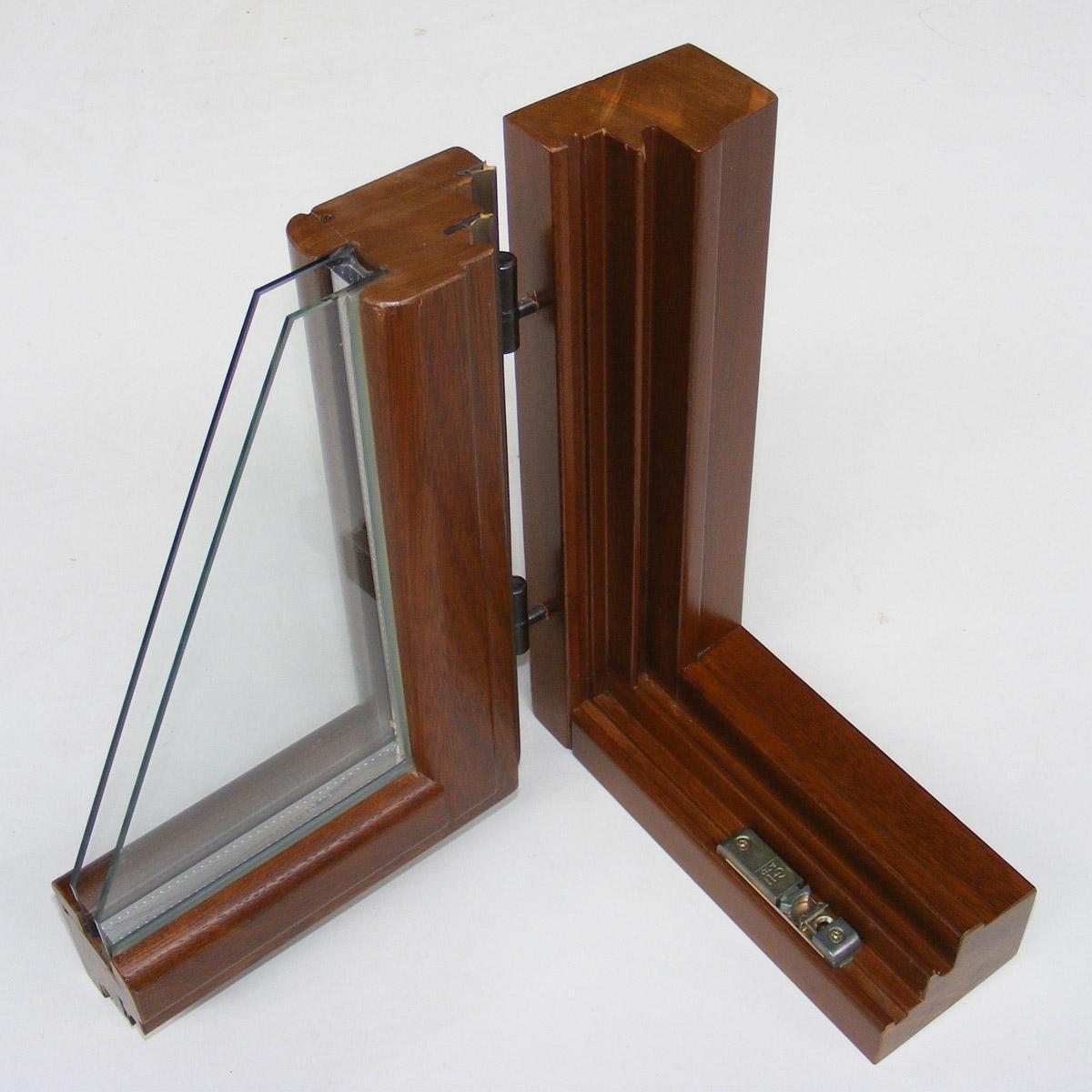 Barnizar ventanas de madera elegir protectores o barnices - Barnizar madera exterior ...