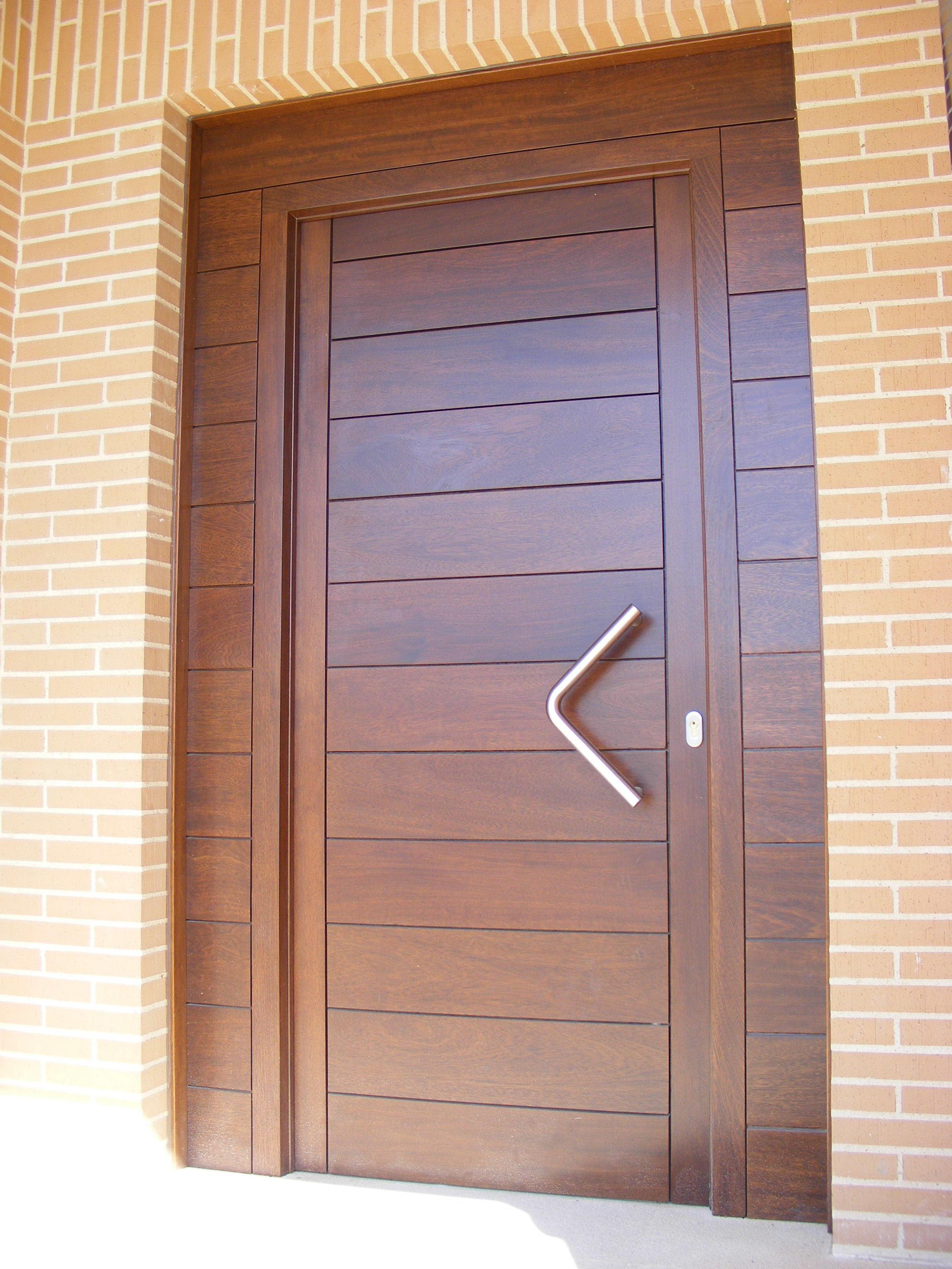 Puertas bonitas free tres puertas de madera bastante for Puerta xor de tres entradas